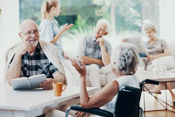 Content-Pflegeheime-menschen